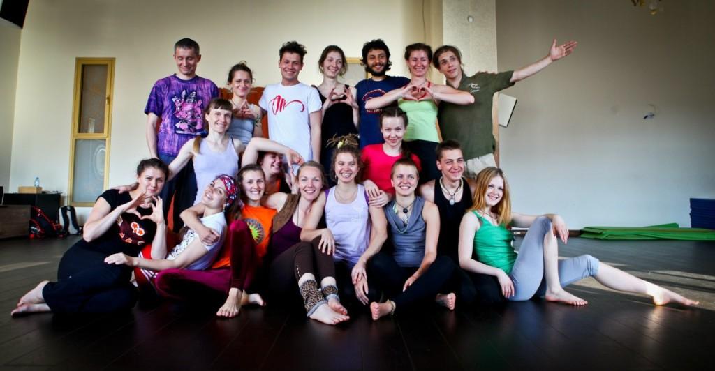 community  Акройога к нам пришла: школа полетов тайский массаж парная йога акробатика акро йога