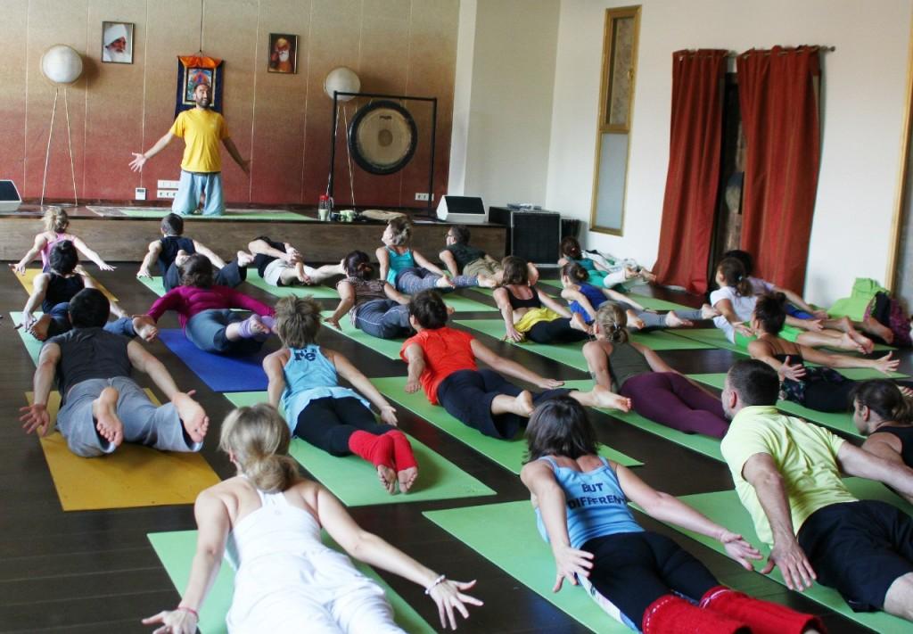 fizika  Акройога к нам пришла: школа полетов тайский массаж парная йога акробатика акро йога