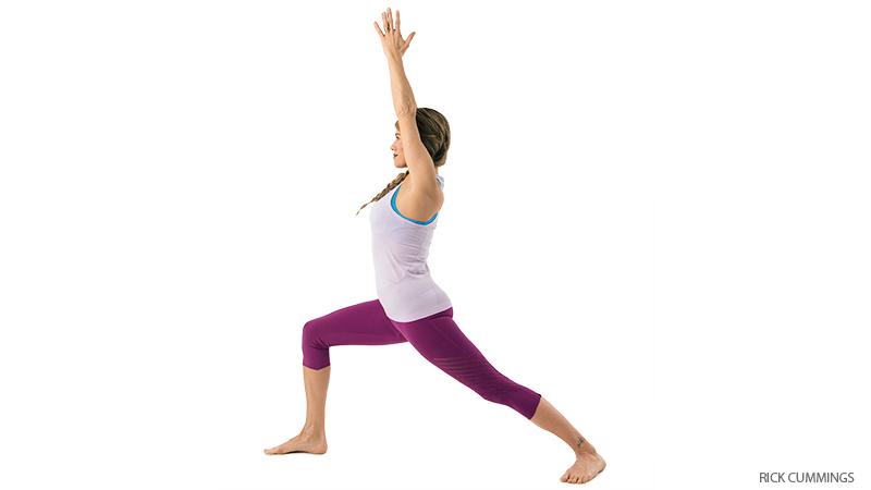 warrior 1  Бережем колени: включаем в работу правильные мышцы: отстройка колени йога здоровье коленей анатомия йоги