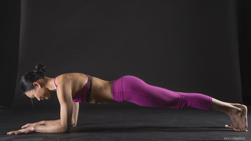planka  Как защитить запястья во время практики йоги: