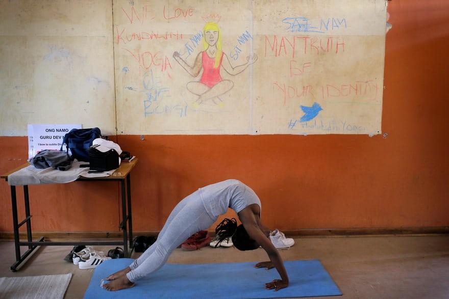 Йога для школьников Южной Африки: фоторепортаж: