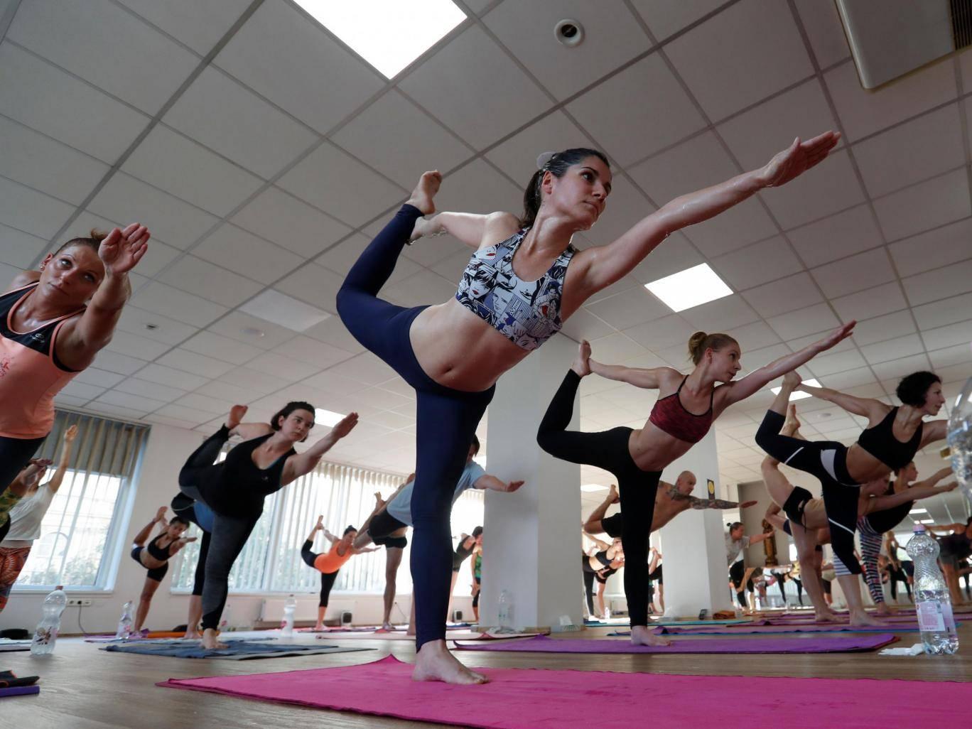 Бикрам йога не обладает большей эффективностью, чем йога, выполняемая при комнатной температуре,   говорят ученые: