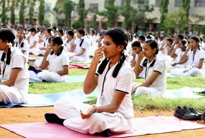 В индийском колледже студентам преподают випассану, чтобы они были спокойными и сконцентрированными: