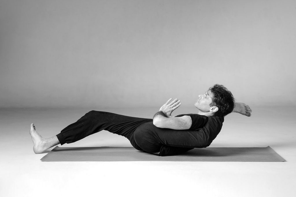 Дмитрий Яннау: о травмах,  йоге в офисе, вегетарианстве и психотерапии: