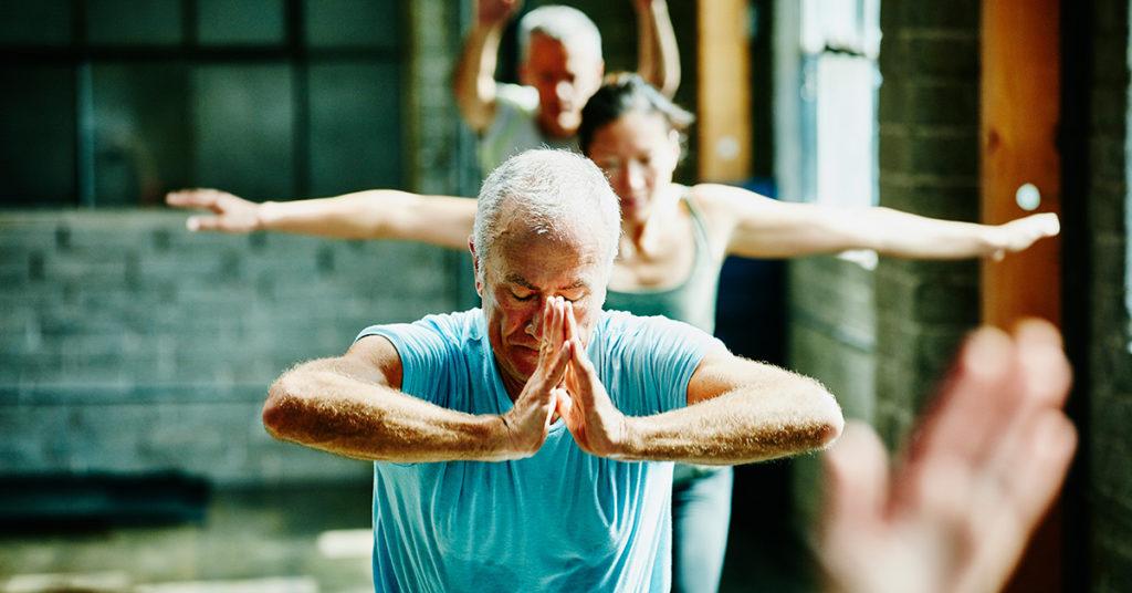 Практика йоги уменьшает тяжесть симптомов ревматоидного артрита: